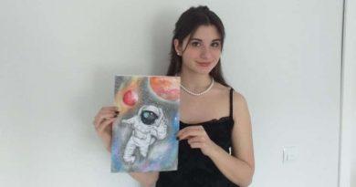 Pictura unei eleve din Tăuții Măgherăuș va fi imprimată pe costumul unui astronaut. Lucrarea, apreciată de un oficial NASA